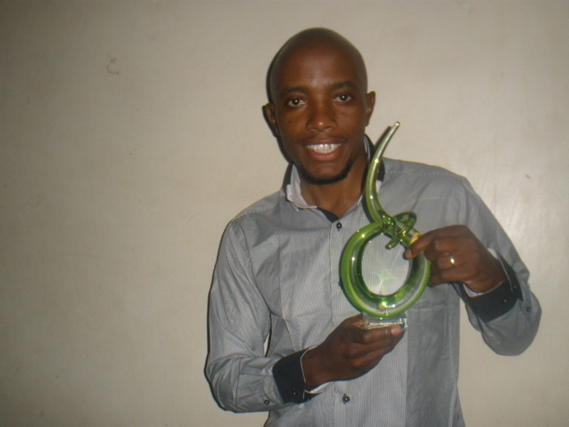 Gathii Kanyi receives the 2012 Promoting Education For All, African International Achievers Award (AfIA)